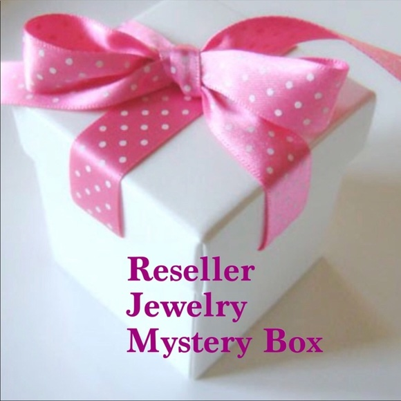 Fashionista21 Jewelry - 8 Piece Lot of Jewlery